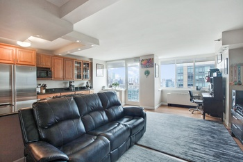 LUXURY ONE BEDROOM / HOME OFFICE  PENTHOUSE IN THE SKY..
